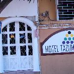 Photo de Hotel Tazumal House