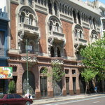 The exterior of El Edificio de los Pavos Realos