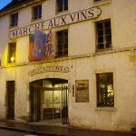 "Walking distance to the famous ""Marche aux Vins"""