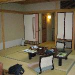 Classic japanese experience - view to entrance & futon area