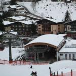 Hotel as seen from the slope - it's the one in the middle behind the gondola station