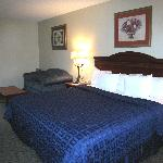  Room 202 King Size Bed
