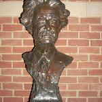 A bronze bust of Mark Twain in the visitor center