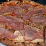  medium pizza with ham, mushroom and onion