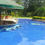 Pristine pool with swim up bar that is put to good use!