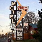 Trail's End Motel resmi