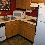  Fully equipt kitchen area