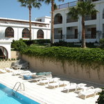 outdoor pool+spa center+hotel rooms+restaurant