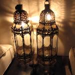 moroccan lamps decorating the suite