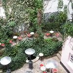  Hotel Amour - Courtyard restaurant