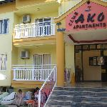 Club AKO Apartments resmi