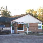 Frotn office of the Falls Motel