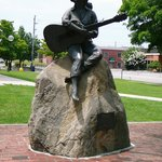 Dolly Parton Statue