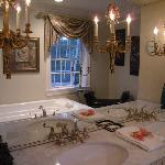 Joanne's Pearl Room bathroom