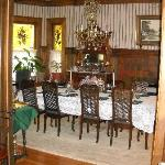 A elegant but cozy dining room