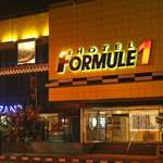 Formule 1 Menteng at night