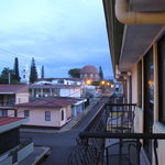 Hotel La Guaria Inn &amp; Suites