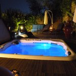  Jacuzzi bei Nacht