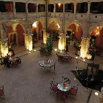 Patio interior del hotel (antiguo claustro)
