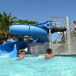 piscina con scivolo
