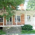 The front of the historical site/B&B