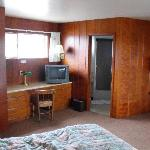 Curly Redwood Lodge room.