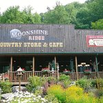 ‪Moonshine Ridge Country Store & Cafe‬