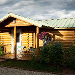 Photo de The Log Cabin Motel