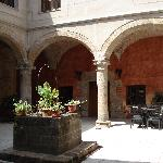 patio del hotel (antiguo claustro)