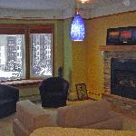  Living Room w/ Baywindow and Fireplace
