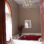 'Scarlett Room' Bath