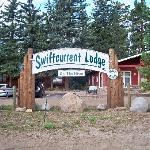 Foto de Swiftcurrent Lodge On The River