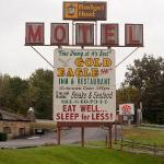 Gold Eagle Motel sign