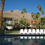 Foto van The Curve Palm Springs Hotel