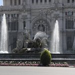 Pza.Cibeles - Fuente de Cibeles y Palacio de Comunicaciones  This famous fountain lies in the ce