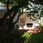  Melrose Place Guest Lodge beautiful oak and view of patio