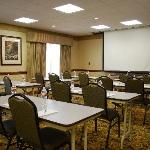  600 sq/ft of Meeting Space that can accommodate up to 30 people
