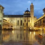  Ascoli Piceno&#39;s Piazza del Popolo, just after a rain.