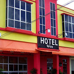 Wau Hotel & Cafe