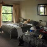  Bedroom with two queen beds - Very good bed linen and soft pillows