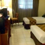 Photo de Hotel Bumi Sawunggaling