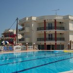  otel Karras and the pool