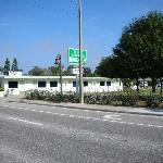  D &amp; F Pathways Motel