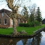  House on canals, typical of Giethoorn