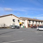 SUPER 8 MOTEL - GREENFIELD