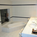  large bathroom, superior room