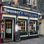 Sweeney's Bar, Restaurant and Roomsの写真