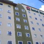 Fachada do Hotel Ibis Bluemnau