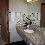 Quality Inn Marietta, nice counter, lots of space