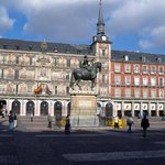 la plaza mayor esta cerca